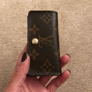 Louis Vuitton monogram key holder snap closure